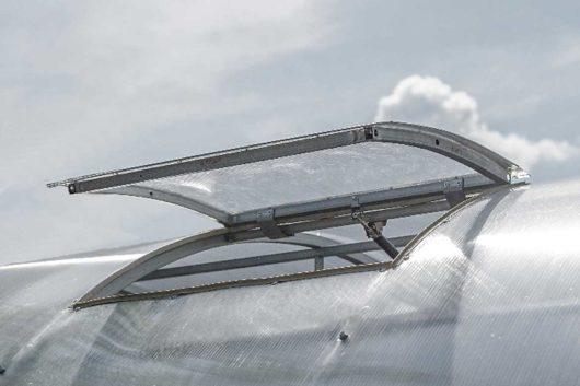Jumta lūka siltumnīcai Betta (attālums starp lokiem 1 m)