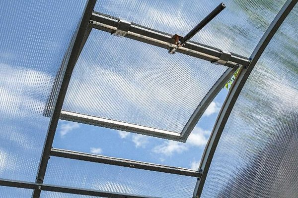 Jumta lūka siltumnīcai Betta (attālums starp lokiem 68 cm)